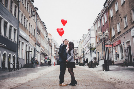 6 Charming Valentine Endowments To Make Her Feel Happy